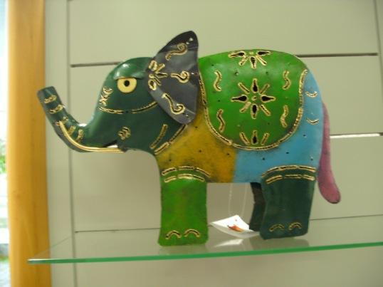 Elefanten führen wir natürlich auch!